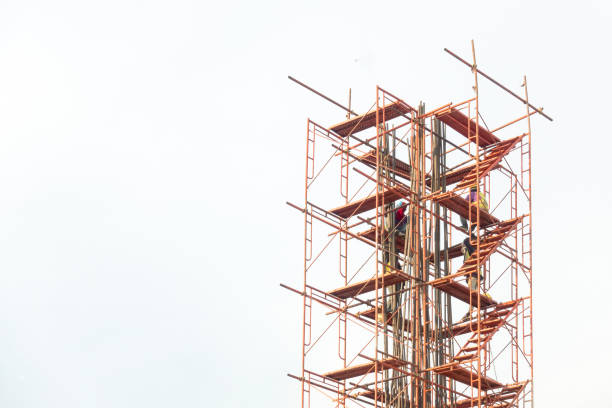 scaffolding scaffolding with worker  on The construction site scaffolding stock pictures, royalty-free photos & images
