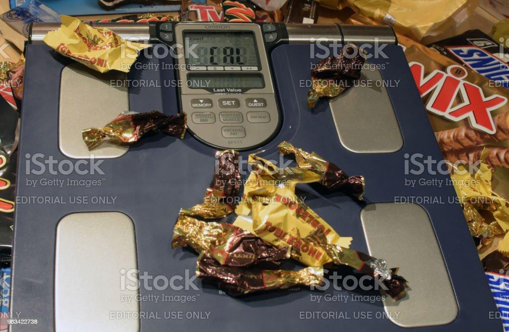 Skala pełna papieru zjedzonych słodyczy - Zbiór zdjęć royalty-free (Bez ludzi)