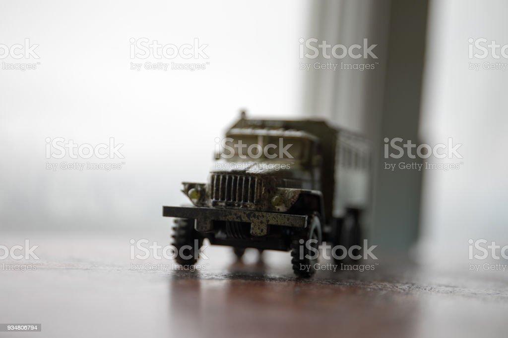 위장 페인트와 함께 러시아 군 트럭의 스케일 모델 - 로열티 프리 4x4 자동차 스톡 사진