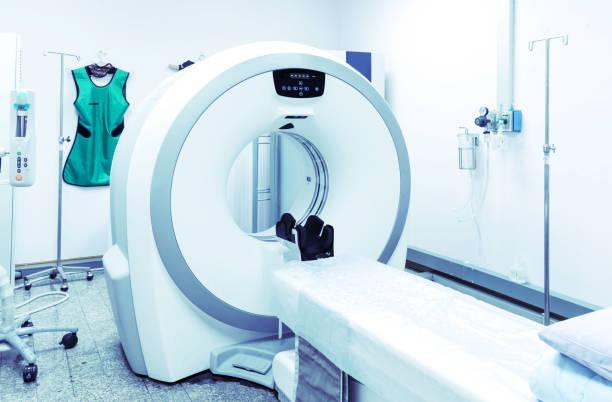 CT-Scan / Scanner an radiologischen Abteilung mit medizinischen Geräten im Krankenhaus. – Foto