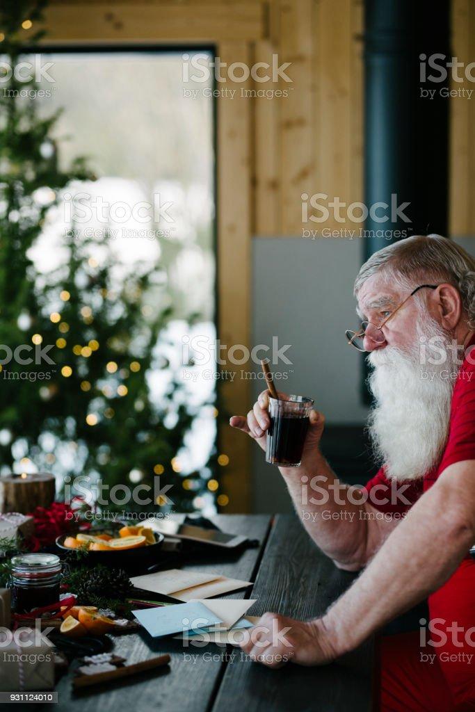 İskandinav Noel Baba mulled şarap içme - Royalty-free 2018 Stok görsel
