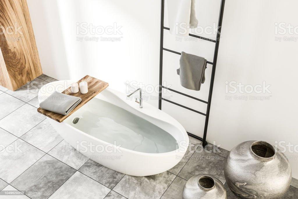 Skandinavischen Stil Badezimmer Interieur Weiß Stockfoto und ...