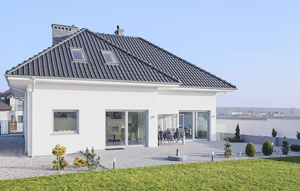 Scandinavian style house White modern bungalow designed in scandinavian style detached house stock pictures, royalty-free photos & images