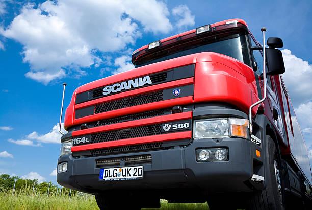 scania 164l semi truck, front low angle view - skåne bildbanksfoton och bilder
