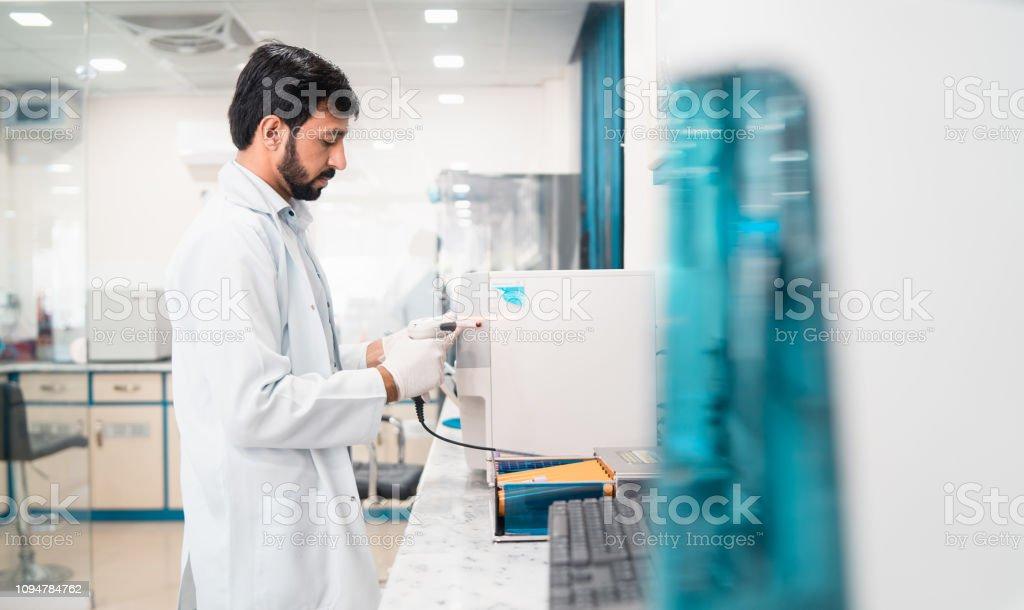 Análisis de pruebas. - foto de stock
