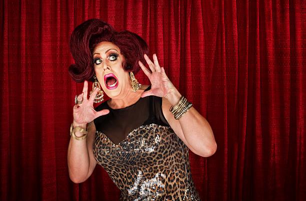 scared drag queen - drag queen stockfoto's en -beelden