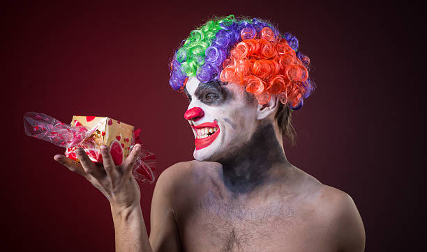 scary clown with spooky makeup and more candy – Foto