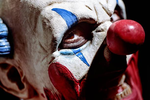 scary evil clown - horror zirkus stock-fotos und bilder