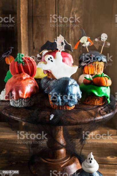 Scary halloween cupcakes and cookies picture id996467968?b=1&k=6&m=996467968&s=612x612&h=8az80uvgrnc qczffxdw cdty59hqbwlktmdgt1in4c=