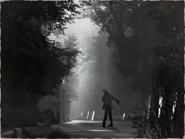 horror unheimlich zombie steht im nacht-landschaft - plants of zombies stock-fotos und bilder