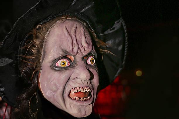 Disfraz de halloween Scary bruja - foto de stock