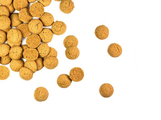 scattered bunch of pepernoten cookies - kruidnoten stockfoto's en -beelden