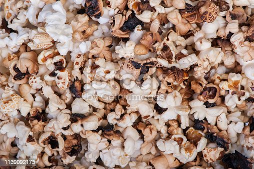 istock Scattered simple popcorn 1139092173
