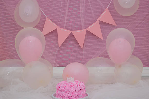 scenario cake smash princess - prinzessinnen torte stock-fotos und bilder
