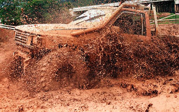 scene of mud splash in off-road racing. - rally stock-fotos und bilder