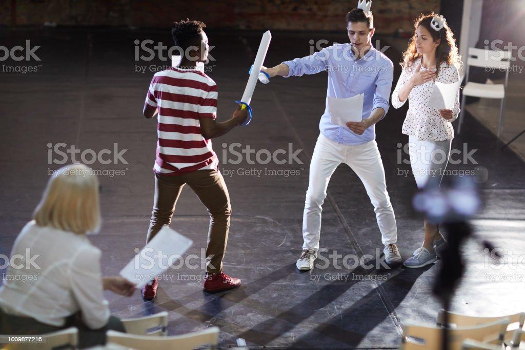 Scène de combat à l'épée photo libre de droits