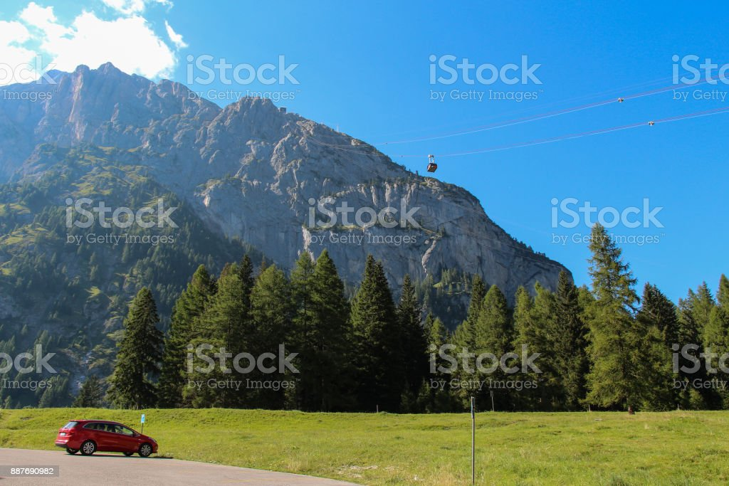 Scenery landscape with green forest, mountain massif and cable car. Malga Ciapela, Veneto, Italy. - foto stock