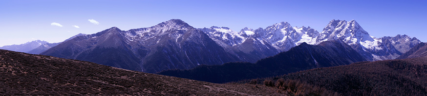 The Cattle Back Mountain is famous for its snow capped mountains and sea of clouds. It is located at the junction of Ying county and Luding County in Ya'an City, Sichuan province.