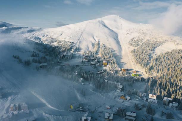 겨울에 카 르 파 티아 산맥의 아름 다운 조감도 - 카르파티아 산맥 뉴스 사진 이미지