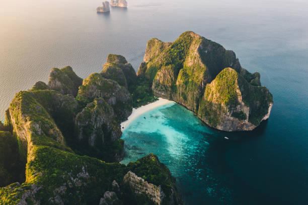 Panorámica vista aérea de la isla de Koh Phi Phi en Tailandia - foto de stock