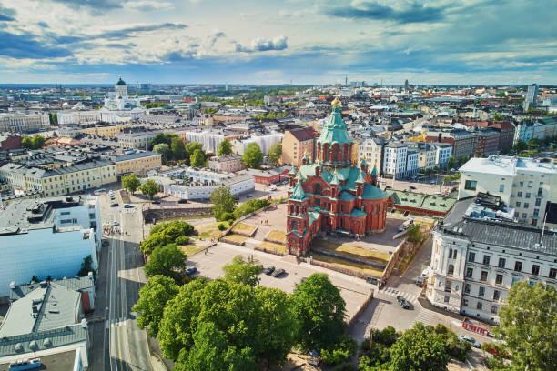 naturskön utsikt över uspenski-katedralen i helsingfors - drone helsinki bildbanksfoton och bilder