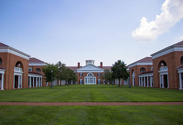 Scenic Campus This photo was taken in the Darden School of Business, University of Virginia. As one of the UNESCO historical sites, these buildings are in typical Jeffersonian architecture styles. charlottesville stock pictures, royalty-free photos & images
