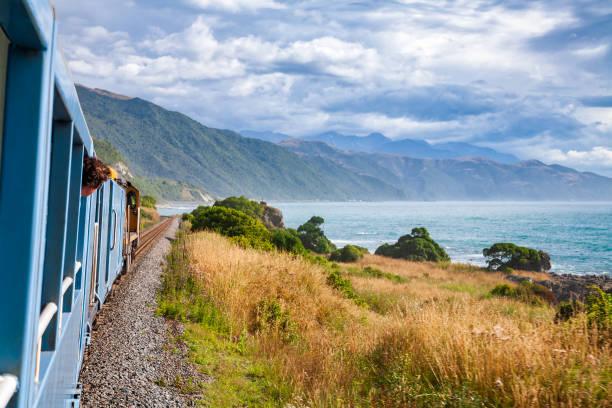 scenic coastal railway journey along pacific ocean coast in new zealand - oceano pacífico imagens e fotografias de stock
