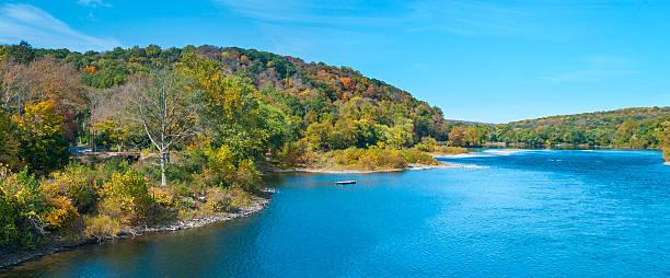 panorama pittoresque fleuve delaware - rivière delaware photos et images de collection