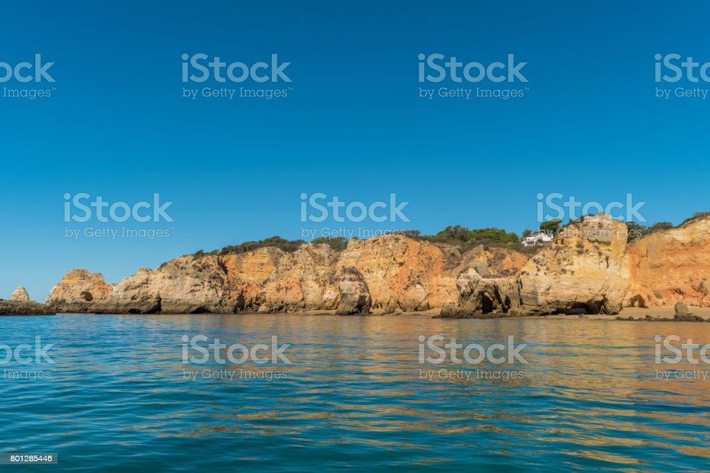 Scenic golden cliffs near Alvor, Portimao, Algarve - fotografia de stock