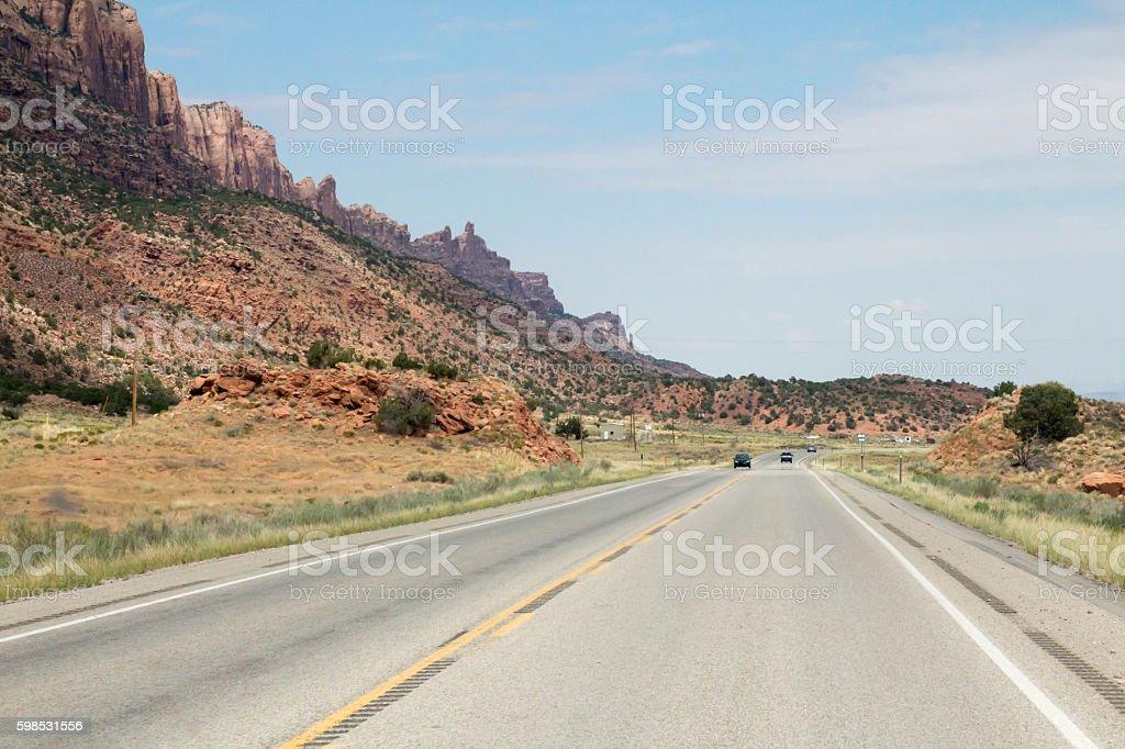 Scenic highway in Utah, scenic red desert peaks photo libre de droits