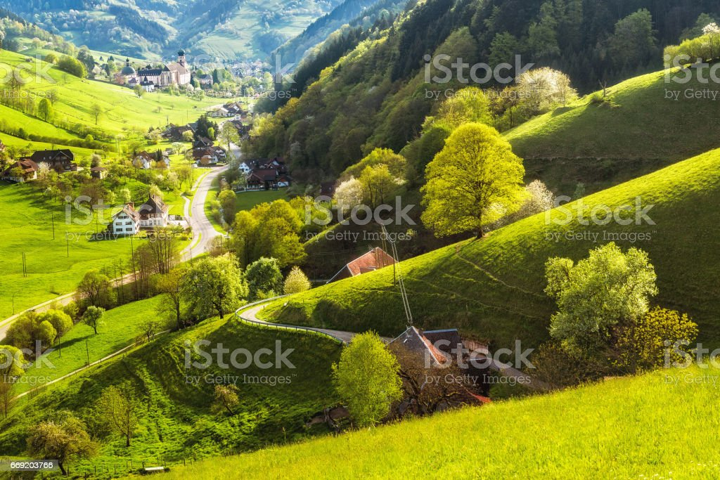 Scenic landscape of a picturesque green mountain valley in spring. Germany, Black Forest. – Foto