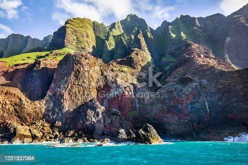 istock Scenic Landscape of Na Pali Coast of Kauai, Hawaii 1251537064