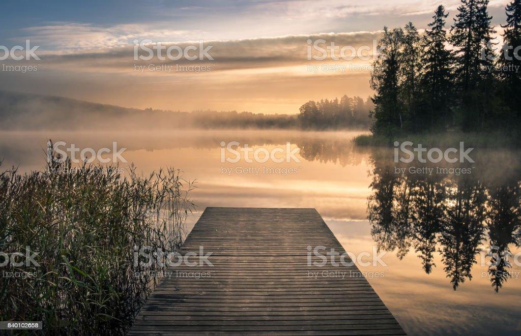 Malerische Landschaft mit Morgen-Stimmung und Sonnenaufgang im Herbst in Finnland – Foto