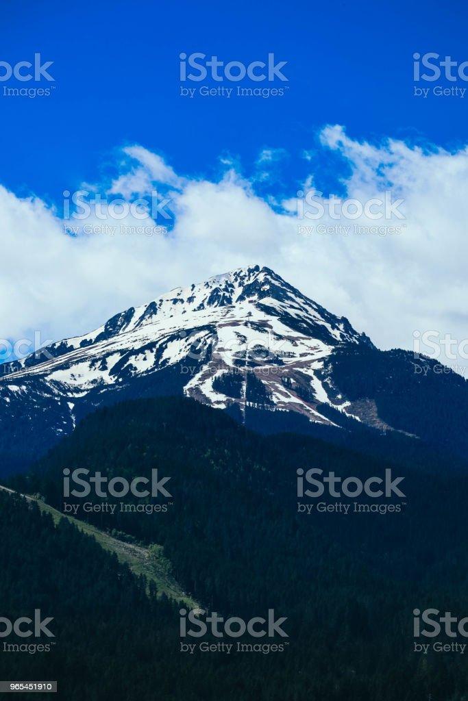 Hauts sommets de montagnes enneigées. - Photo de Alpes européennes libre de droits