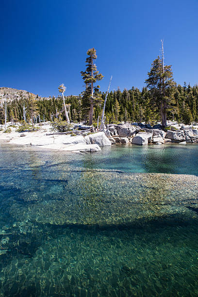 malerische mountain lake - pacific crest trail stock-fotos und bilder