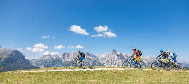 Malerische Mountainbiken in den Dolomiten, Italien – Foto