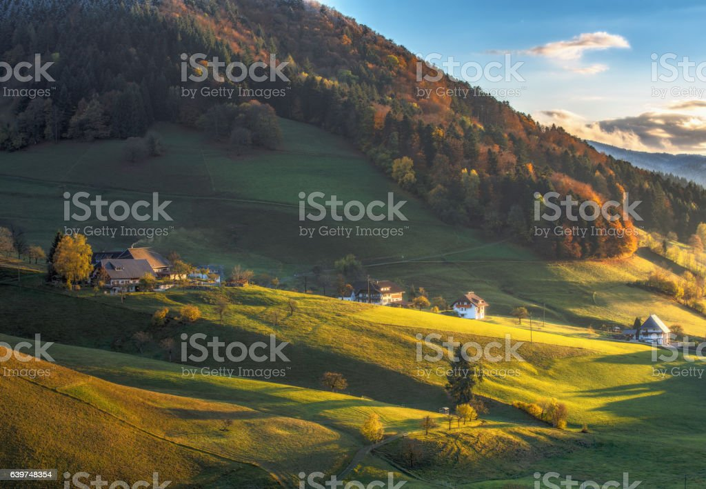 Scenic panoramic view of a picturesque mountain valley in autumn – Foto