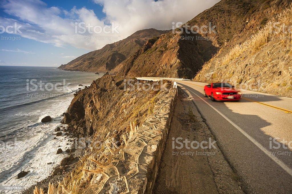 Scenic road auf die Big Sur-Kalifornien Küste und das Meer, – Foto