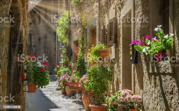 Scenic sight in anghiari in the province of arezzo tuscany italy picture id1098049936?b=1&k=6&m=1098049936&s=612x612&h=3exjorzplnindqn ravrxr6bdzzzag6pvfdjru oxws=