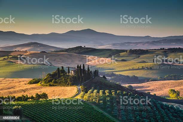 Scenic tuscany landscape at sunrise val dorcia italy picture id488356904?b=1&k=6&m=488356904&s=612x612&h=al3kltttizhq9gyzzkfyroexvkfvojgrweco rv29rc=