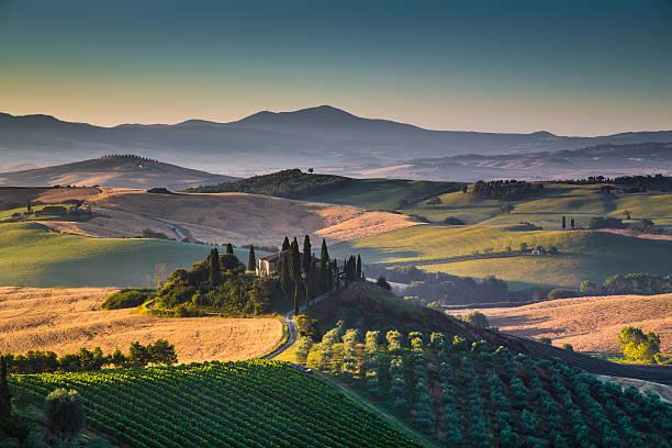scenic tuscany landscape at sunrise, val d'orcia, italy - italie stockfoto's en -beelden