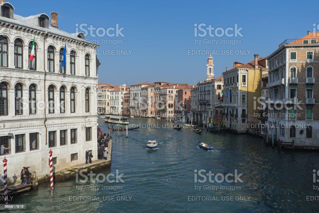 Schilderachtig uitzicht op het Canal Grande in een zonnige dag van de Rialtobrug, Venetië, Italië - Royalty-free Carnaval - Feestelijk evenement Stockfoto