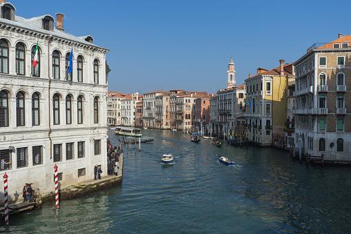 Schilderachtig Uitzicht Op Het Canal Grande In Een Zonnige Dag Van De Rialtobrug Venetië Italië Stockfoto en meer beelden van Carnaval - Feestelijk evenement
