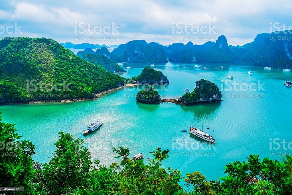 Vista panorámica de la Bahía de Halong islas de - foto de stock