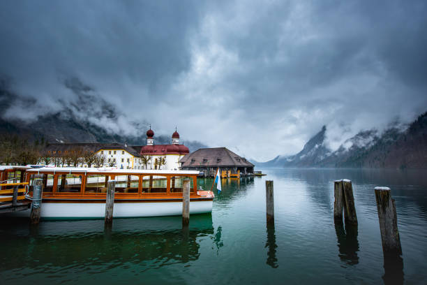 Scenic view of Königssee Lake, Germany in the cloudy day during summer Scenic view of Königssee Lake, Germany in the cloudy day during summer deem stock pictures, royalty-free photos & images
