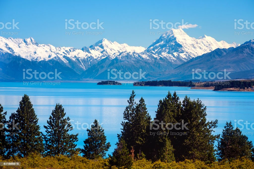 Scenic view of Lake Pukaki and Mt Cook, New Zealand stock photo