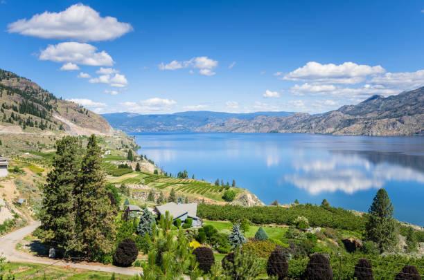 Malerische Aussicht von Okanagan See an einem klaren Sommertag – Foto