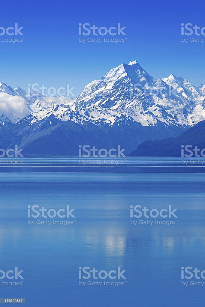 A scenic view of Pukaki Lake and Mount Cook in New Zealand stock photo