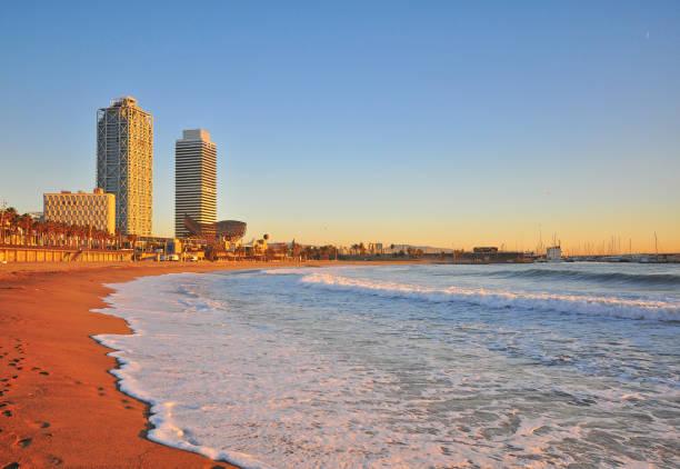 Vista panorámica de la playa de Barcelona - foto de stock
