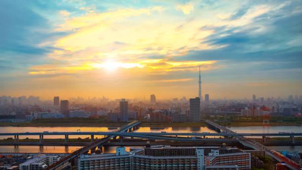 ミステリーでは日本の首都東京市の風光明媚なビュー - 夜明け ストックフォトと画像